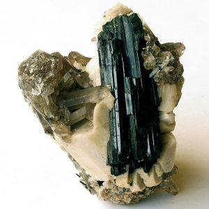minerales: aegirina, ortosa y cuarzo