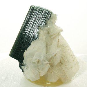 mineral clevelandita y turmalina